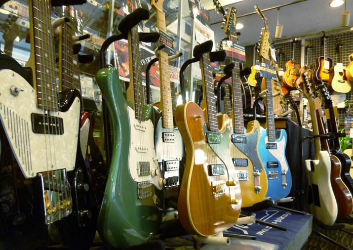 宮地楽器神田店:ギターブース